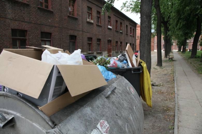 W Kamieńsku pod Bełchatowem doszło do awarii instalacji rozdrabniającej zmieszane odpady komunalne. A to tam trafiały śmieci z Łodzi. W związku z awarią