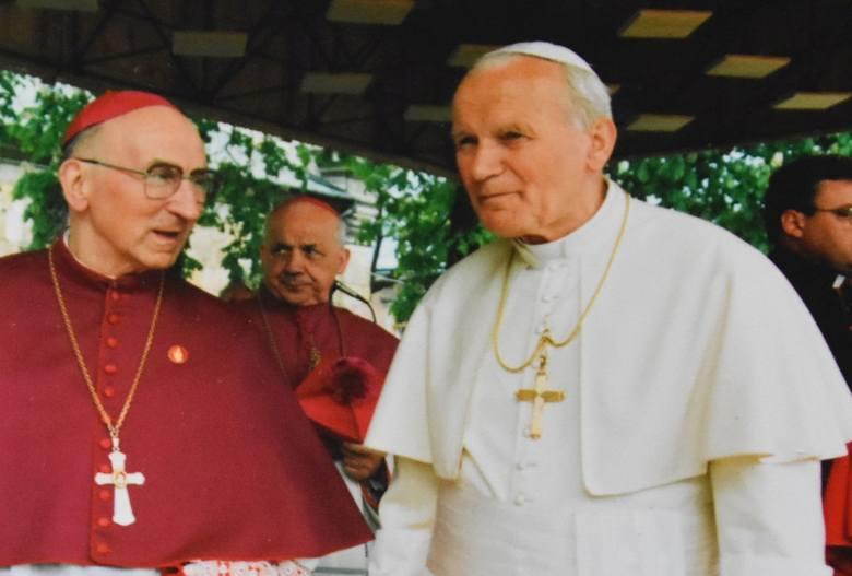Z racji setnej rocznicy urodzin Karola Wojtyły, która przypadła 18 maja, wspominaliśmy życie i pontyfikat świętego Jana Pawła II. Przypomnieliśmy wizytę