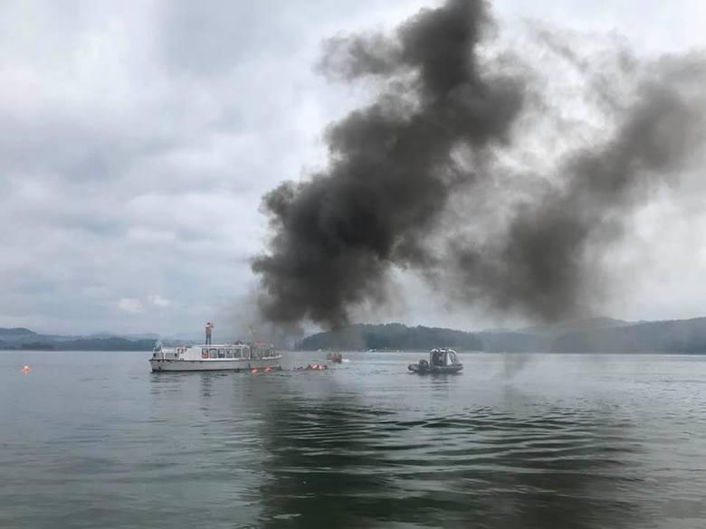 Na Jeziorze Solińskim odbyły się ćwiczenia służb ratunkowych. W manewrach wzięły udział jednostki KM PSP Lesko, Sanok, Krosno, Jasło, Brzozów, Ustrzyki