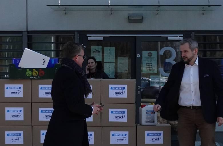 Na zdjęciu z prawej Marcin Jędrychowski, dyrektor Szpitala Uniwersyteckiego w Krakowie i Wiesław Hałucha, prezes firmy Alventa w Alwerni