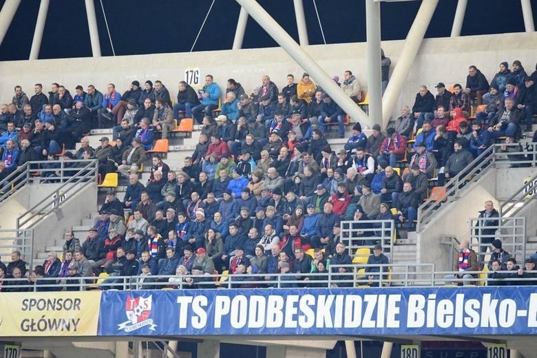 Ekstraklasa jeszcze gra i grać będzie do 21 grudnia włącznie. Na zapleczu za to już się regenerują i myślą o świętach (przynajmniej ci co odpadli z krajowego