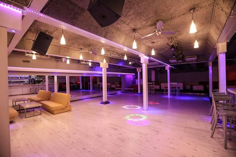 Nowy klub w Szczecinie zaprasza na sobotnią imprezę. Doskonałe miejsce dla miłośników dobrej zabawy i tańca