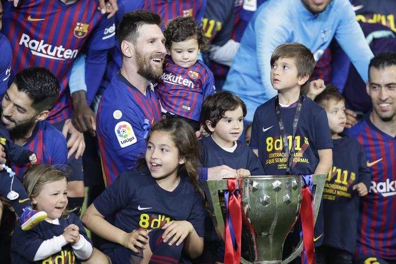 Zdobywanie trofeów to jedne z najpiękniejszych chwil w karierze. Nie wszystkim piłkarzom jest to dane, z drugiej strony rekordziści przeżywają to uczucie