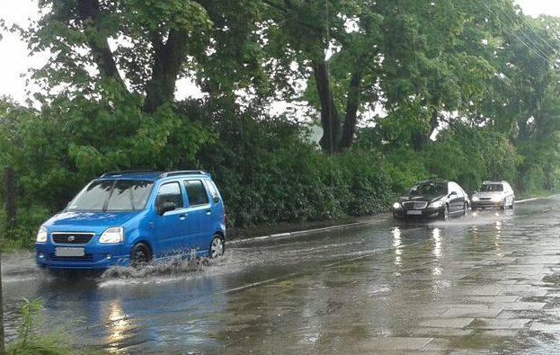 Ulewa w Szczecinie. Zalana ulica Twardowskiego po deszczu [zdjęcia]