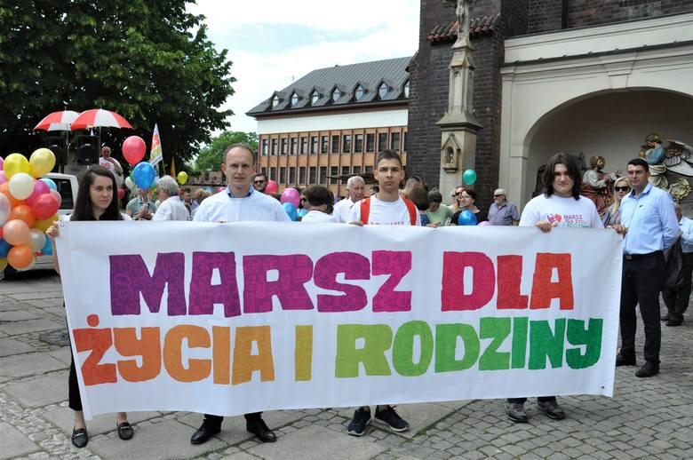 Marsz dla Życia i Rodziny wyruszył z placu przed katedrą.