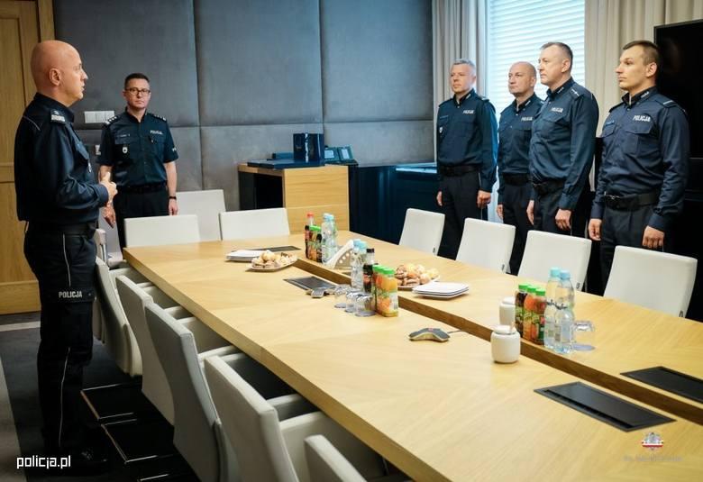 Sprawa zatrzymania radnego. Komendant główny osobiście pogratulował policjantom z Buska