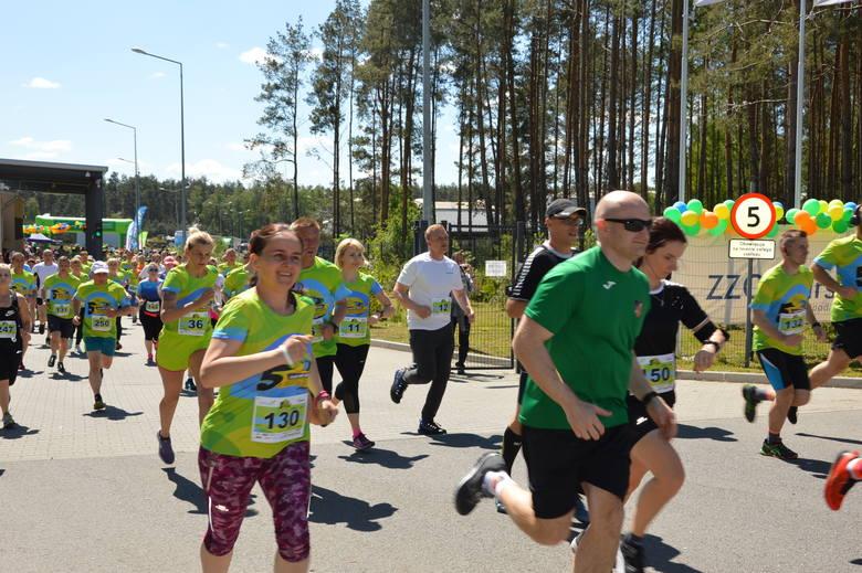 Dorośli i ci całkiem mali pobiegli w sobotę, 18 maja, w biegu Piątką z Ekoszkołą zorganizowanym w ramach Dnia Otwartego Zakładu Zagospodarowania Odpadów