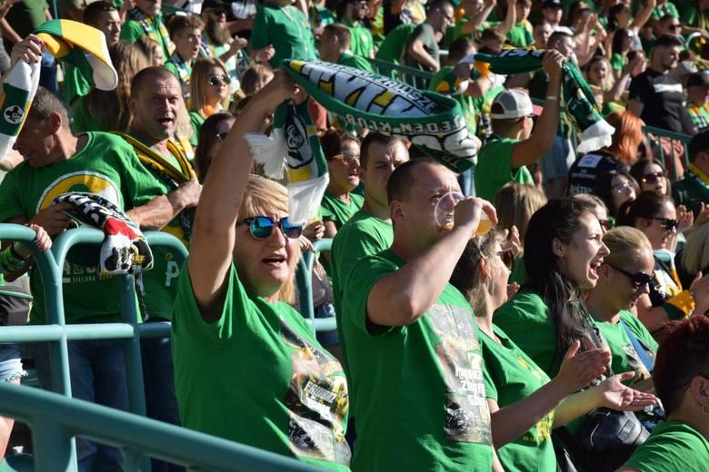 Kibice Falubazu Zielona Góra wspaniale dopingowali zielonogórskich żużlowców w meczu z PGG ROW-em Rybnik. Szukaj siebie oraz znajomych na zdjęciach!