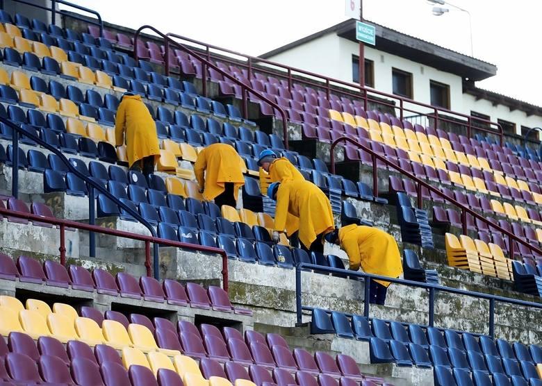 """Stadion w Szczecinie: Pamiątkowe krzesełka dla kibiców """"Dumy Pomorza"""""""