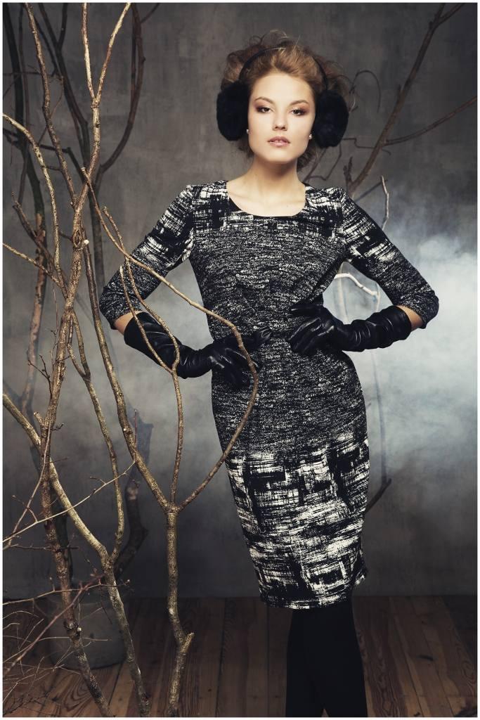 Jesienią modne są dzianinowe sukienki oraz zestawy w kolorach black & white oraz salt and pepper.