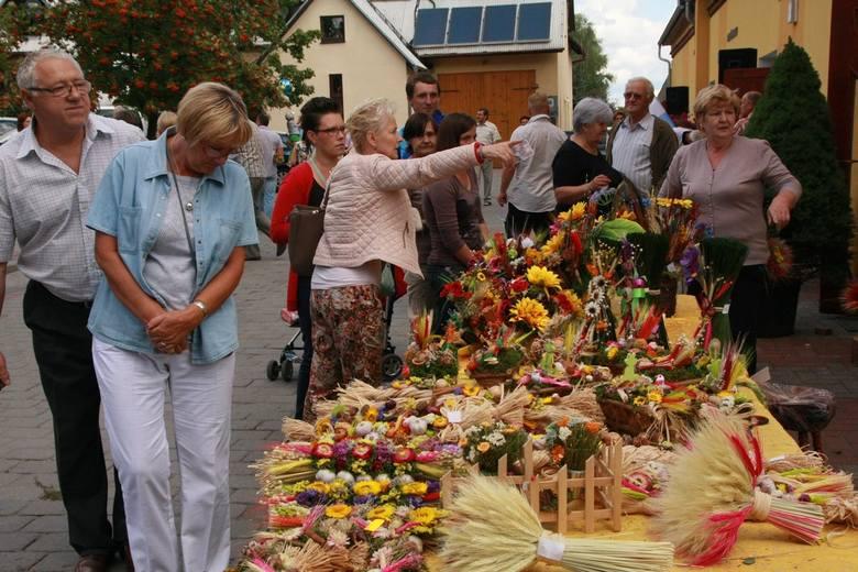 Wierni mogli kupić wiązanki ziół i kwiatów