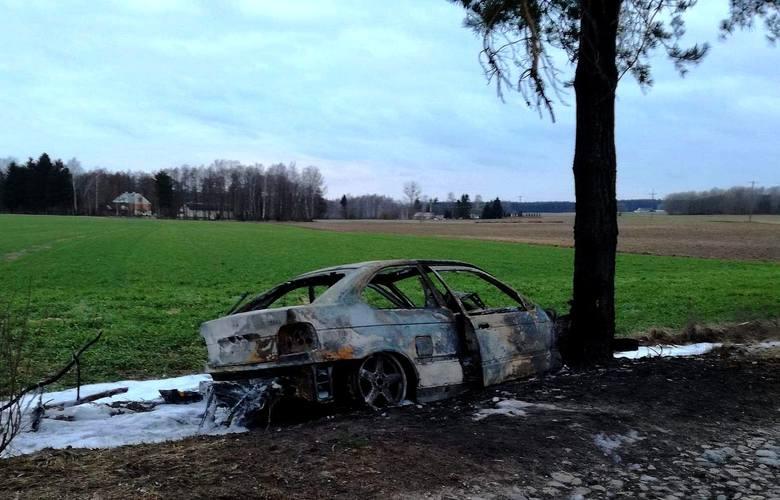Kierowca BMW nie zatrzymał się do kontroli mimo wydawanych poleceń w postaci sygnałów świetlnych i dźwiękowych. Przyspieszył i zaczął uciekać.