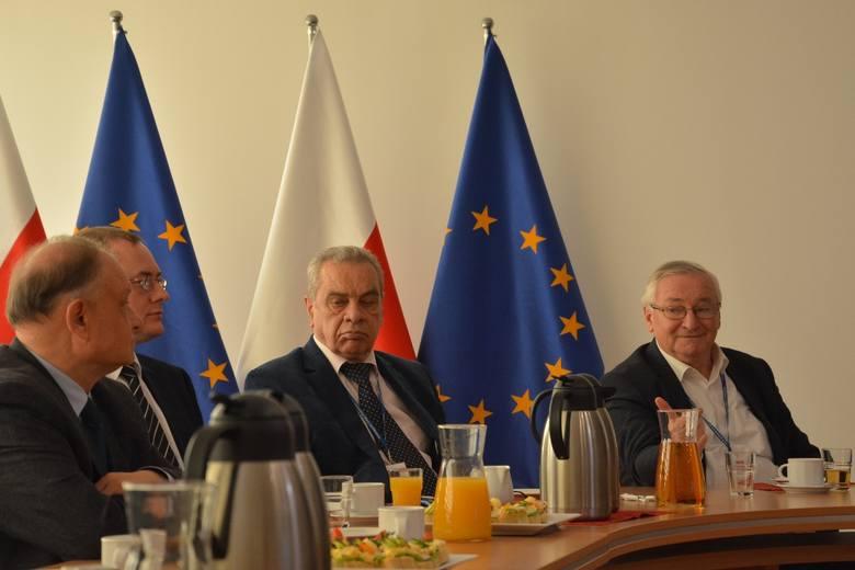 W poniedziałek przedstawiciele Polskich Kolei Państwowych, władz rządowych i samorządowych razem z ekspertami rozmawiali o przyszłości dworca Poznań Główny.