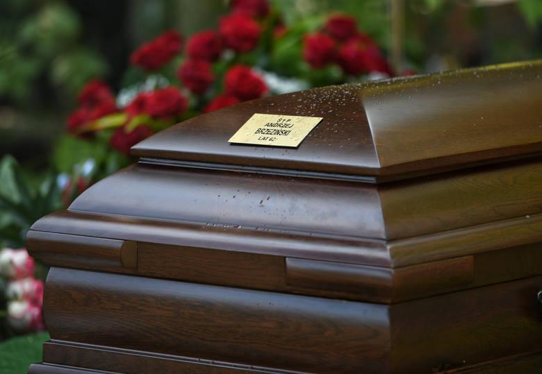 Pogrzeb Andrzeja Brzezińskiego odbył się 13 sierpnia. Spoczął na cmentarzu na Junikowie.