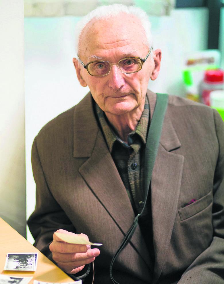 - Jestem przekonany, że wyposażenie ułanów zakopane w lesie w Krasnem w dalszym ciągu tam się znajduje  - mówi Jerzy Kudelski.