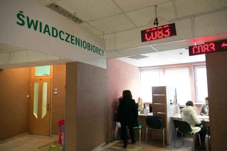 ZUS: więcej kontroli pracowników na L-4. Kontrole zwolnień lekarskich powodują wstrzymanie tysięcy świadczeń
