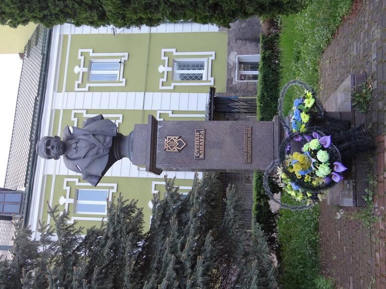 Pomnik Stepana Bandery, jednego z przywódców UPA, w centrum Krzemieńca
