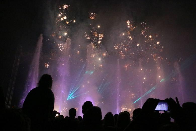 Kilka tysięcy osób obejrzało laserowe widowisko, które odbyło się w piątek, 2 czerwca, wieczorem przy hali sportowo-widowiskowej w Międzyrzeczu. Pokaz