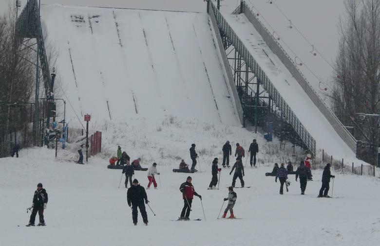 Stok z platformą przyciągał i tych wprawnych i tych początkujących narciarzy...