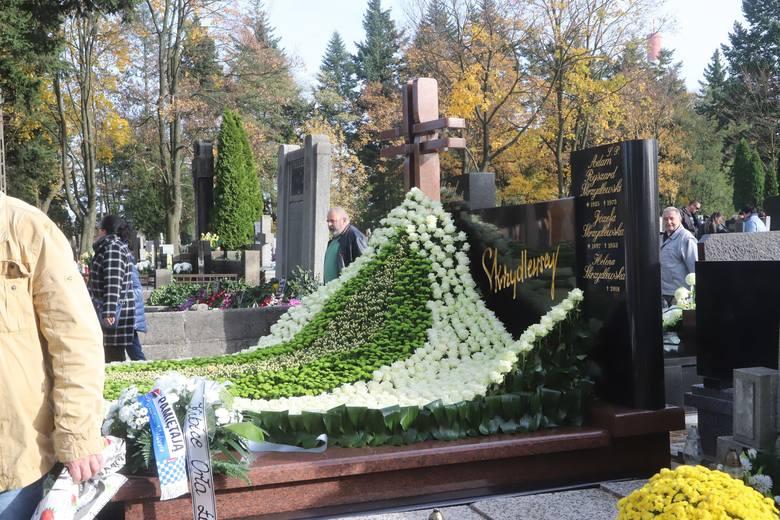 Grób Heleny Skrzydlewskiej na cmentarzu Zarzew. Zobacz jak został udekorowany na Wszystkich Świętych
