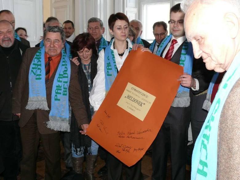 Rozwiązywanie aktu chrztu Beldonka i jego prezentacja były symbolem rozpoczęcia działalności ośrodka.