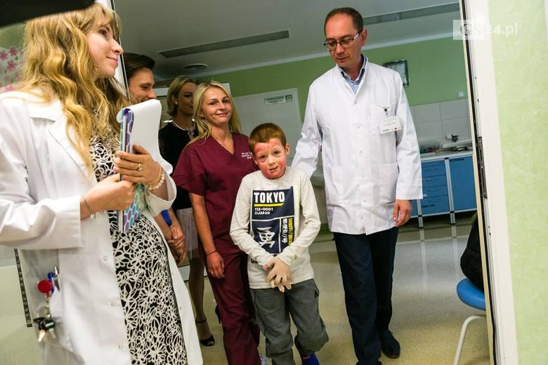 Zdroje: Poparzony Alan z Rytla wychodzi ze szpitala. Uratował go pierwszy taki przeszczep [WIDEO, ZDJĘCIA]