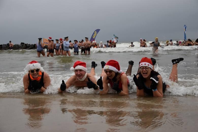 Darłowscy Twardziele świętowali 15-lecie istnienia. 15 grudnia 2019 r. podczas urodzinowej kąpieli w Bałtyku wzięło udział ponad 200 morsów z różnych