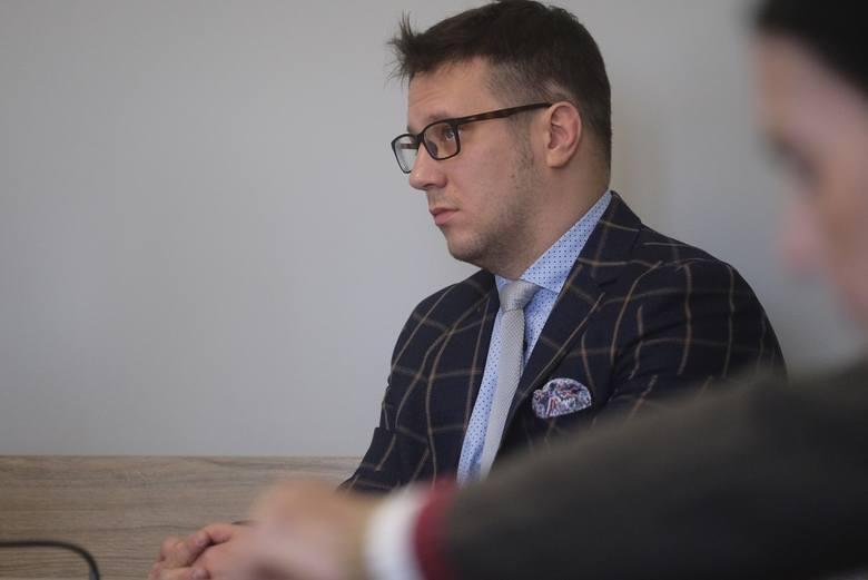 Zapadł wyrok dla byłego radnego toruńskiego Karola Marii Wojtasika (PiS) za umyślne zaklejanie plakatów Przemysława Przybylskiego (PiS) w kampanii do