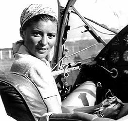 Hannę Reitsch w 1941 roku fetuje cały Hirchsberg. Słynna w III Rzeszy pilotka wyjeżdża z ratusza z tytułem honorowej obywatelki miasta