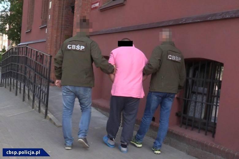 Policjanci z CBŚP w Bydgoszczy zatrzymali 7 osób podejrzanych m.in. o udział w zorganizowanej grupie przestępczej o charakterze zbrojnym. Z ustaleń śledczych