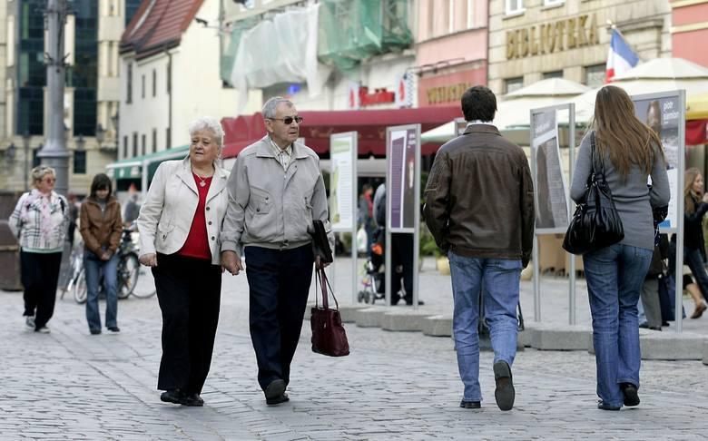 Szykuje się bardzo dużo zmian dla emerytów. Rząd Prawa i Sprawiedliwości szykuje małą rewolucję w emeryturach. Co ma się zmienić? Wśród propozycji są