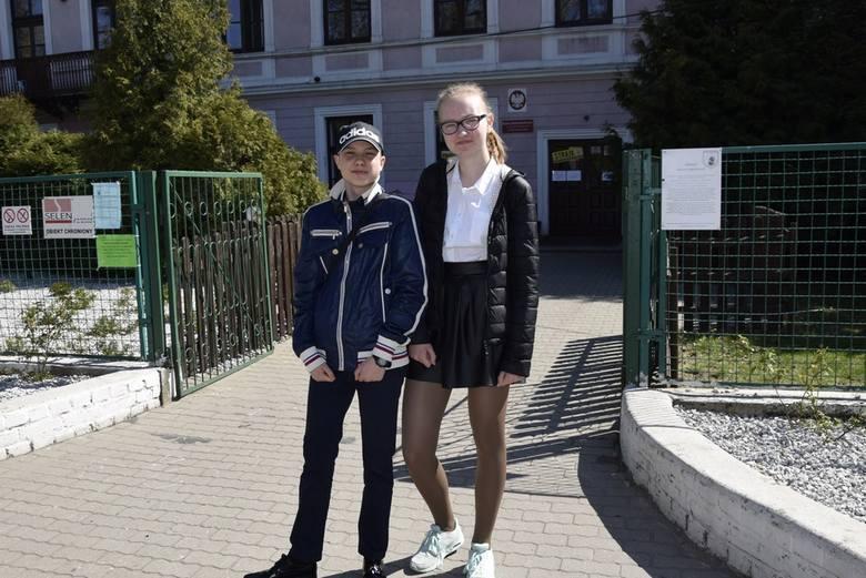 W poniedziałek, 15 kwietnia, w skierniewickich podstawówkach odbyły się egzaminy dla ósmoklasistów. Uczniowie po egzaminach wyszli ze szkoły zadowoleni – dla większości egzamin nie był trudny. Inni zapewniali, że dali radę.