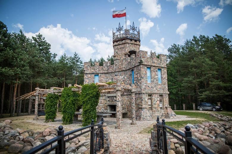 Kasztel-ik - Korona PodlasiaMinęła ponad dekada odkąd pod Siemiatyczami Jerzy zbudował swój pierwszy słup ogrodzeniowy, a jego praca zaowocowała czymś
