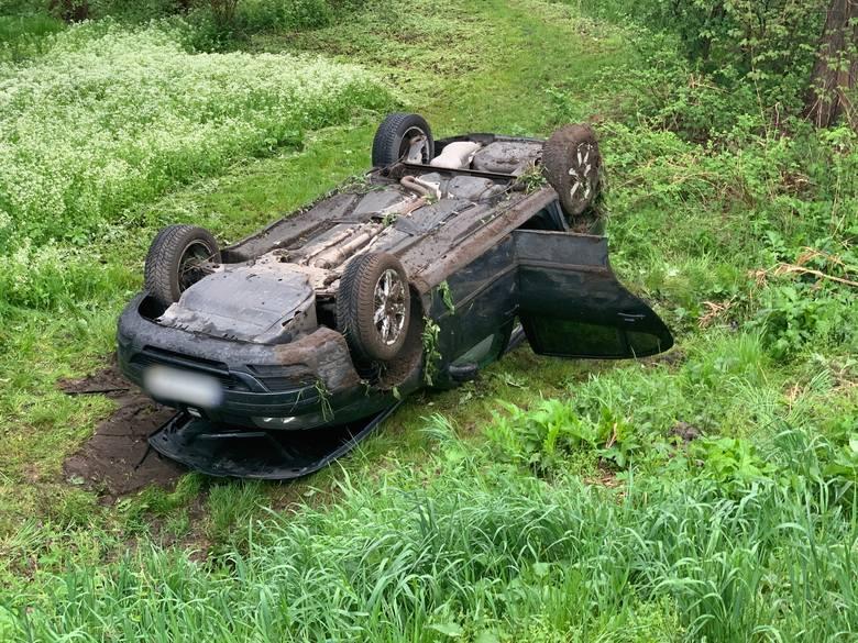 Do wypadku doszło w piątek na drodze wojewódzkiej nr 884 w miejscowości Bachórzec (gm. Dubiecko) w powiecie przemyskim. - Kierująca seatem, 20-letnia
