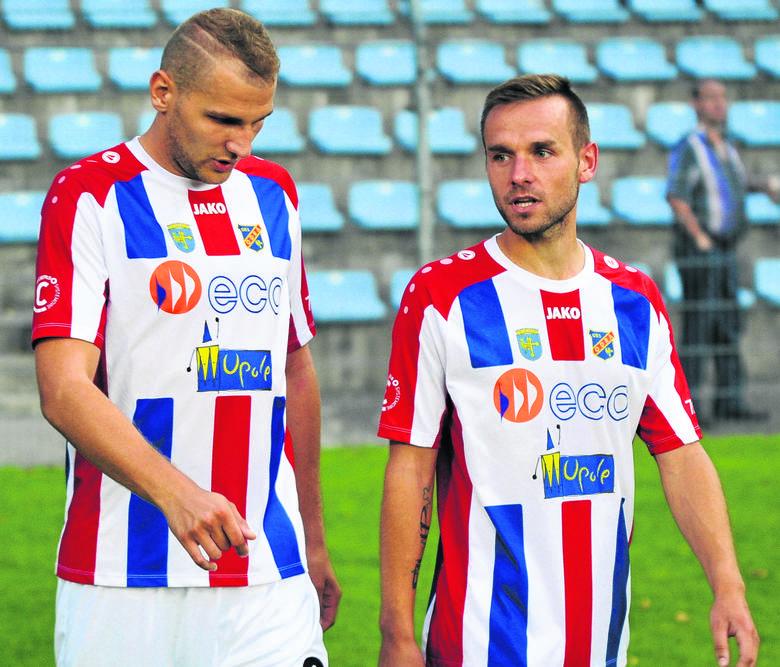 Mateusz Bodzioch (z lewej) i Tomasz Wepa dołączyli do opolskiej Odry w przerwie letniej. Obaj wywalczyli sobie pewne miejsce w podstawowym składzie.