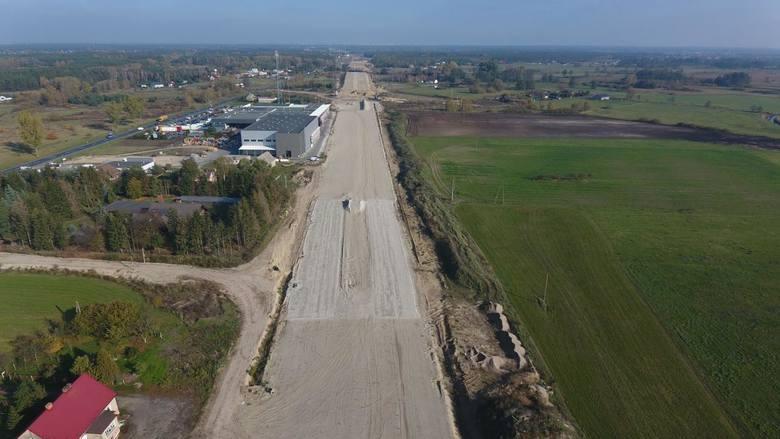Tak wyglądał w grudniu 2019 roku plac budowy odcinka S5 Szubin Północ - Bydgoszcz Błonie. W czerwcu został opuszczony przez dotychczasowych wykonawców, włoską firmę Impresa Pizzarotti. Zaawansowanie prac to obecnie 39 proc.<br /> <br /> <strong>Przejdź do następnego zdjęcia ------></strong>