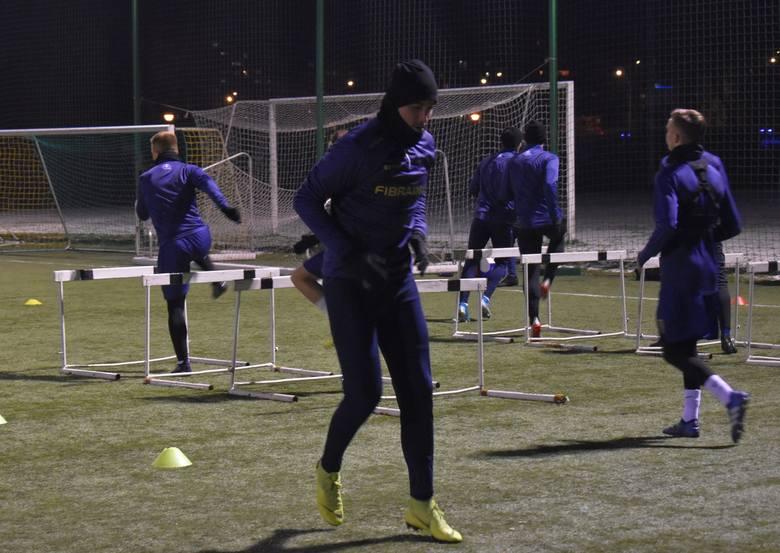 W pierwszym treningu Stali Rzeszów udział wzięło 21 piłkarzy, a w tej grupie był pozyskany z Wólczanki Wólka Pełkińska, Wiktor Kłos, a także zawodnik