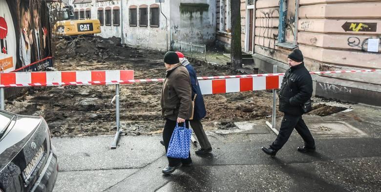 - Każdego roku od kilku lat, systematycznie remontujemy ulice za kwoty na poziomie kilkunastu milionów złotych - przypomina Krzysztof Kosiedowski, rzecznik