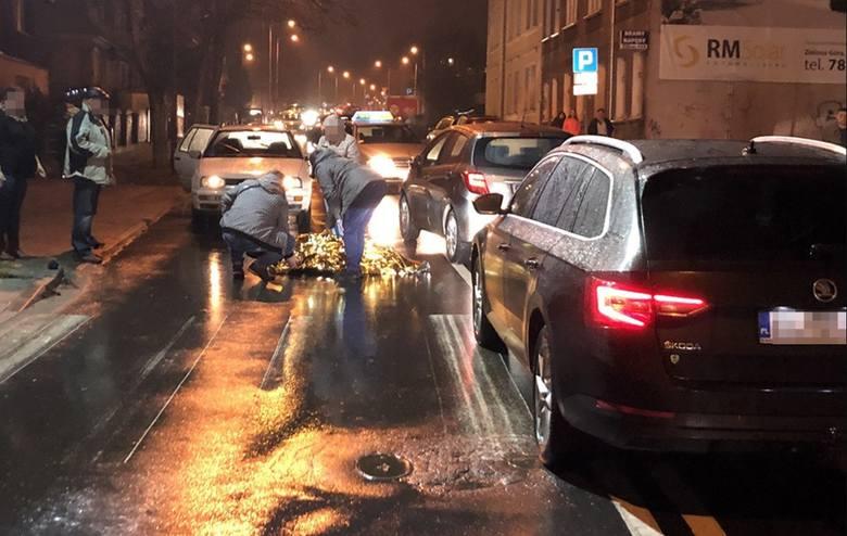 8 stycznia doszło do potrącenia pieszej na pasach przy ul. 1 Maja. Wiadomo już, że kierująca toyotą potrąciła kobietę na przejściu dla pieszych. Ranna