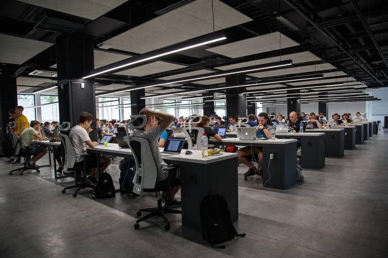 W jakich firmach najchętniej pracowaliby Polacy? Zobacz ranking najbardziej pożądanych pracodawców w naszym kraju - laureatów Randstad Award 2019.Aby