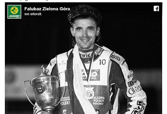 Sportowcy, działacze i fani żużla wciąż nie mogą pogodzić się ze śmiercią Tomasza Jędrzejaka. Żużlowiec zmarł tragicznie 14 sierpnia. Jego ciało znaleziono