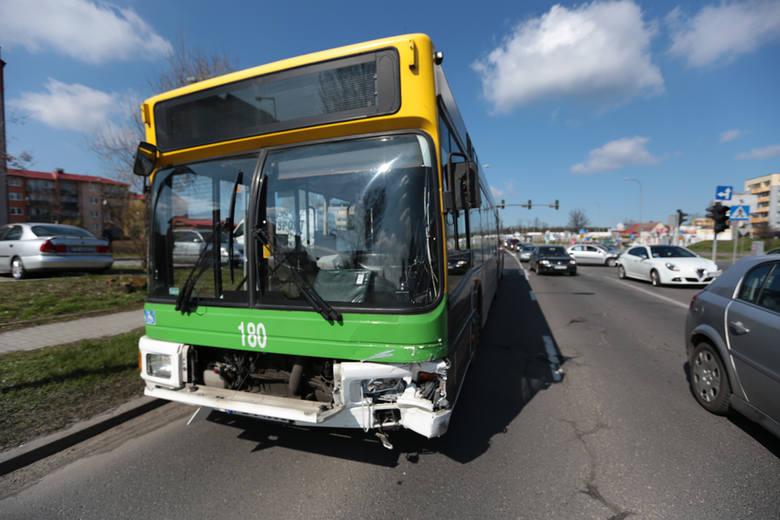 Autobus MZK zderzył się z osobówką w Zielonej Górze