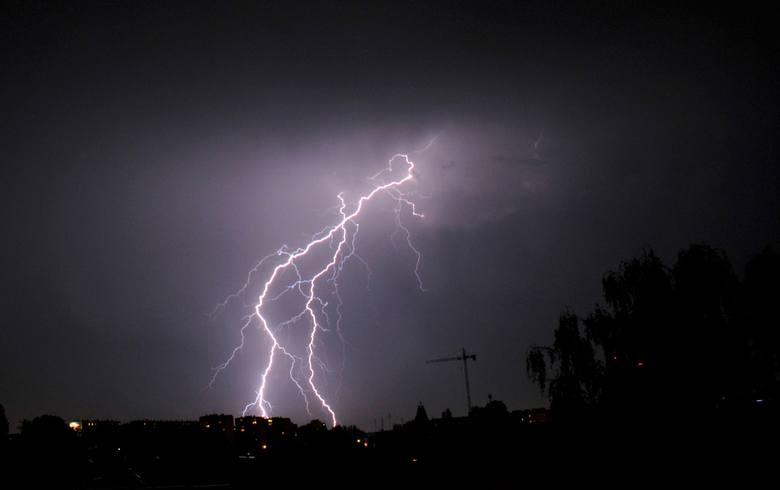 Meteorolodzy ostrzegają, że między innymi na terenie Górnego Śląska istnieje ryzyko wystąpienia intensywnych opadów deszczu, dużego gradu oraz porywistego