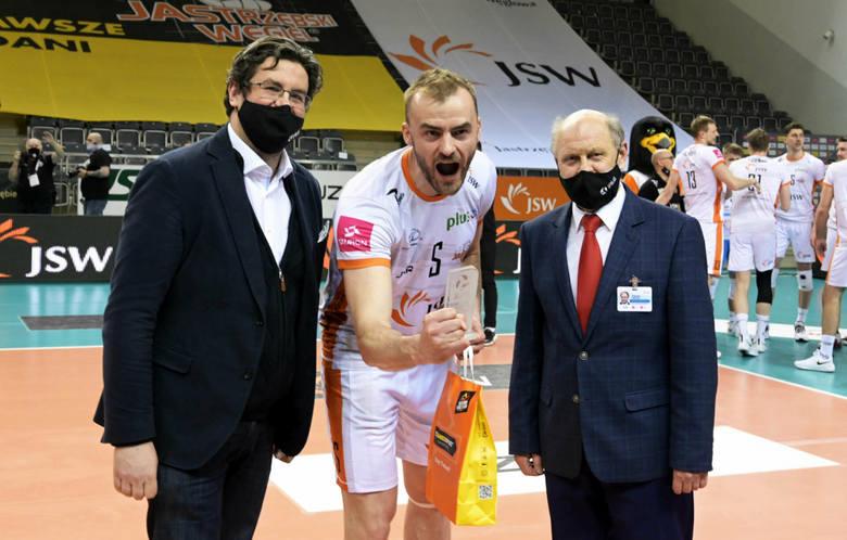 Jakub Bucki, siatkarz urodzony w Przysusze odniósł kolejny bardzo duży sportowy sukces. W niedzielę wraz ze swoim zespołem Jastrzębskim Węglem zdobył