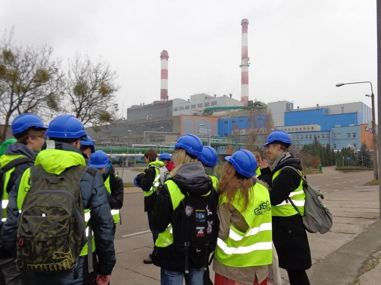 Młodzi fizycy z Białegostoku w białostockiej Elektrociepłowni i na farmie fotowoltaicznej w Wasilkowie