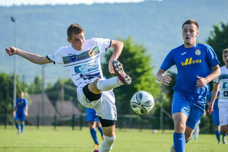 W ciekawym czwartoligowym meczu GKS Rudki pokonał Star Starachowice 2:1 (1:0). Bramki 1:0 Tomasz Broniś 22, 2:0 Kacper Wiecha 47 z karnego, 2:1 Artur