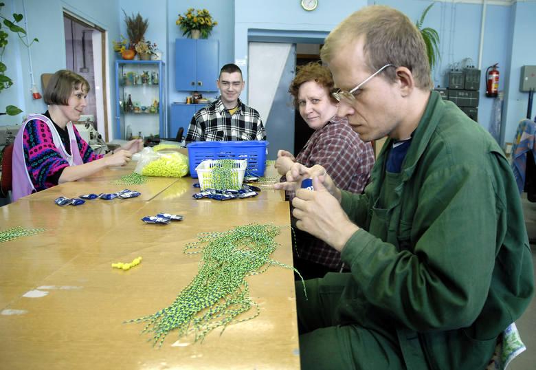 Większość pracujących w szczecińskiej spółdzielni Selsin to niepełnosprawni. Takie osoby znajdują dziś zatrudnienie w zakładach pracy chronionej. Gdy