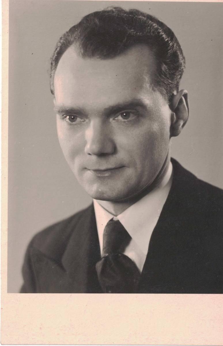 Alfred Tasarek (1910-1992), bydgoski fryzjer, nauczyciel zawodu. Zdjęcie zrobione przed 1939 r.