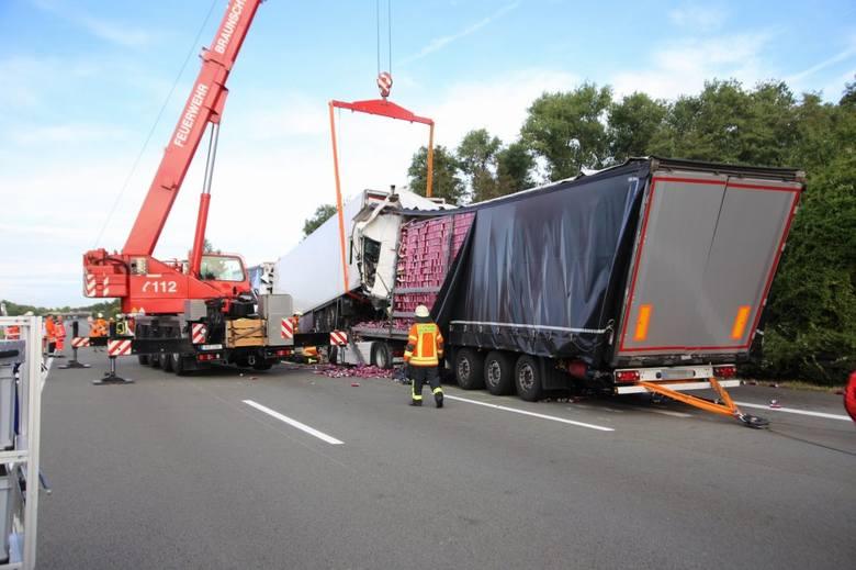 W poniedziałek na niemieckiej autostradzie A2 zginął 45-letni syn radnego gminy Trzebielino Igor T. Był kierowcą ciężarówki. Przód auta został zupełnie