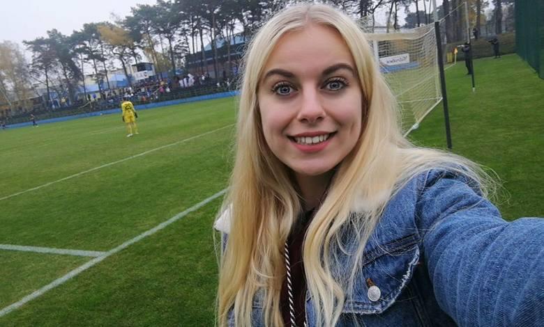 Katarzyna Pijarowska pochodzi z Łabiszyna, ale od kilku lat mieszka i studiuje w Bydgoszczy. Pasjonuje się fotografią, zdjęcia z wydarzeń sportowych